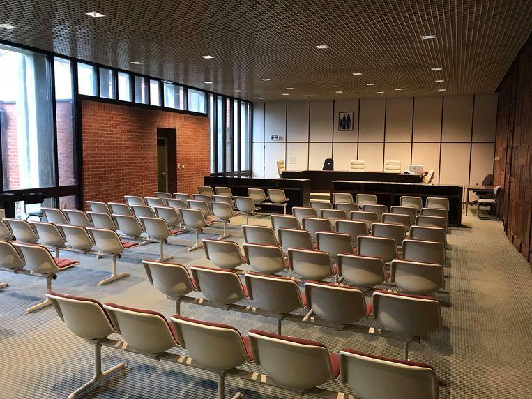 De man riskeert de straf in de correctionele rechtbank van Brugge.