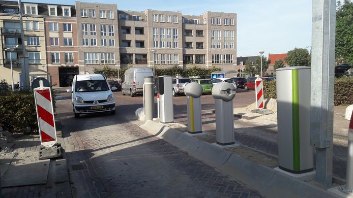 Bij parkeerplaats P1 bij winkelcentrum Vleuterweide is een betaalsysteem aangebracht. De slagbomen volgen nog.