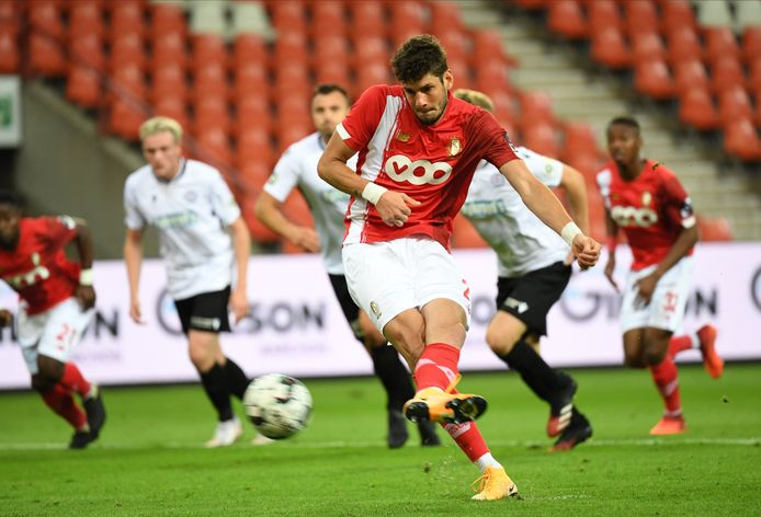 Felipe Avenatti a mis le Standard sur la bonne voie en transformant un penalty forcé par Zinho Vanheusden.