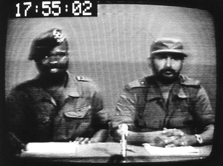 Wilfred Hawker, links, en Surindre Rambocus probeerden Bouterse in maart 1982 af te zetten. De coup mislukte en Hawker werd, na zijn gevangenneming, terechtgesteld. Rambocus zat maanden gevangen, tot hij op 8 december werd geëxecuteerd. Beeld anp