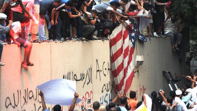 Archieffoto van de bestorming van de Amerikaanse ambassade in Benghazi in 2012 Beeld afp