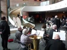 Hellendoorn herdenkt bombardement van Nijverdal waarbij 73 mensen leven lieten