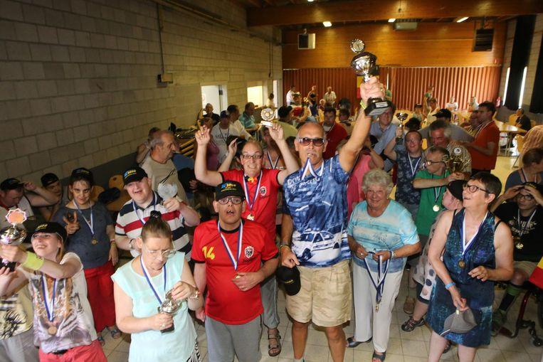 De deelnemers gingen uit de bol op het kampioenenfeest.