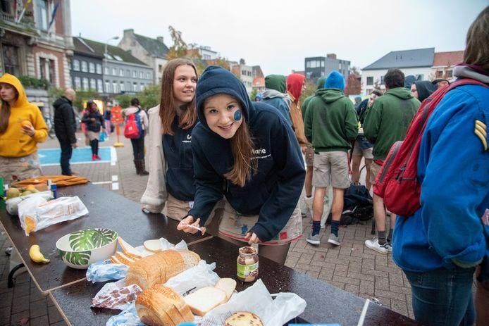 AECHIEF 2019: Ontbijt in uniform op Dag van de Jeugdbeweging op de Markt van Wetteren.