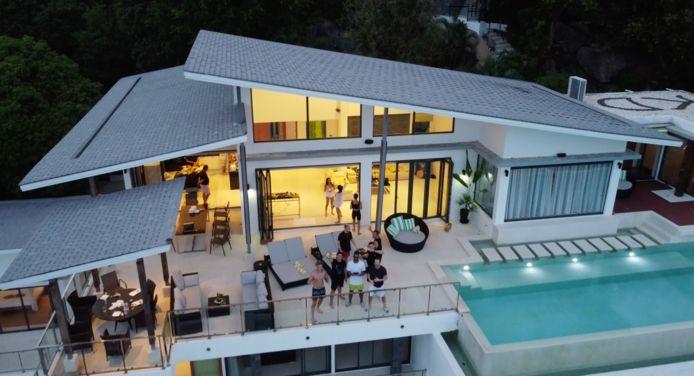 Yannick en enkele andere gasten in de villa op Koh Samui