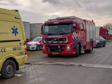 Lossen vrachtwagen in Rumpt gaat mis: slachtoffer bedolven onder lading