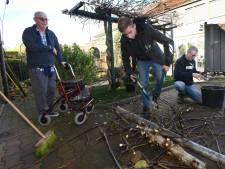 Heliconleerlingen Reindert en Rutger helpen Jan (79) in de tuin: 'Ze mogen van mij terugkomen!'