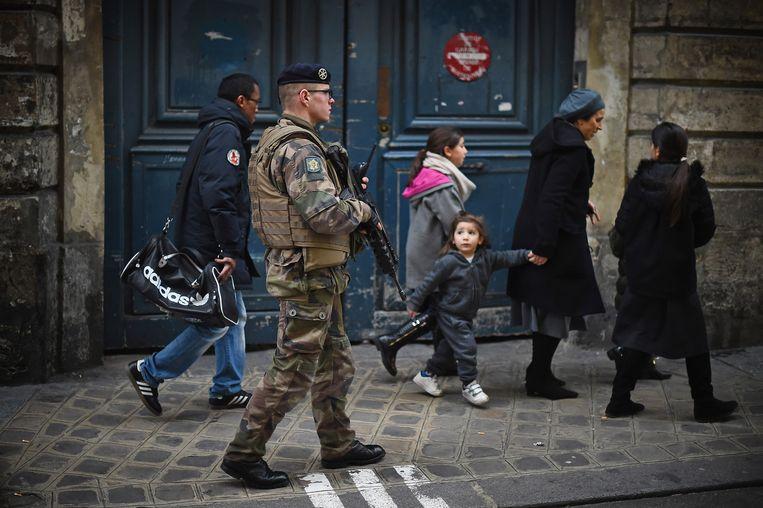 Bewaking van een Joodse school in Parijs. Beeld Getty Images