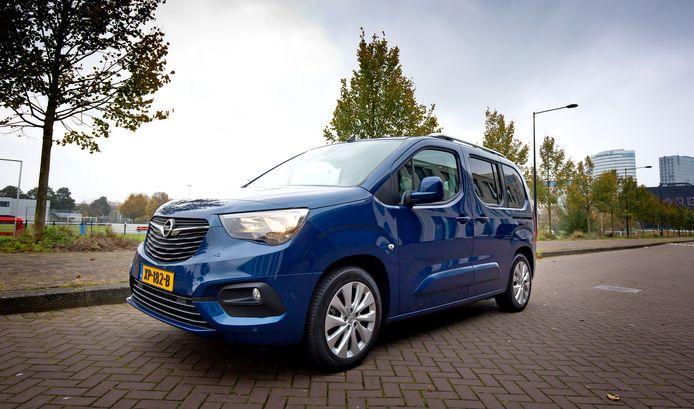 Bestelauto of Multi Purpose Vehicle? De Opel Combo Tour vertoont eigenschappen van beide.