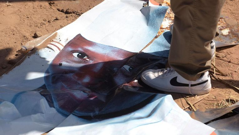 Een portret van de verliezende president Yahya Jammeh. Beeld afp