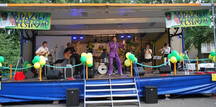 De band Volop Zon tijdens de vorige editie van het Brazilië Festival in Baarle-Nassau.