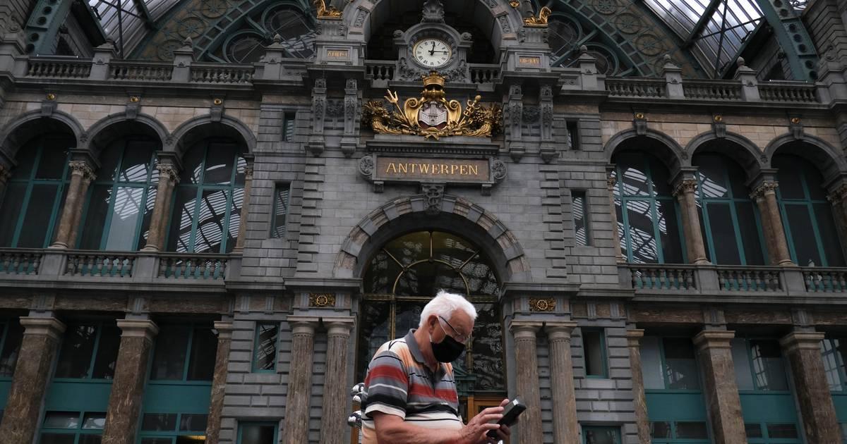 België verscherpt coronamaatregelen, mondkapjes verplicht ...