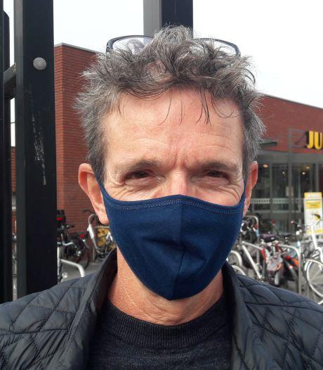 'Schiet op met dat verplichte mondkapje', zegt de voorhoede op straat