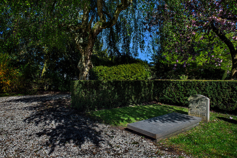 Het graf op de begraafplaats Wilgenhof in Hoofddorp van Fanny Blankers-Koen. Beeld Klaas Jan van der Weij