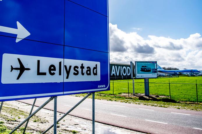 Lelystad Airport moet een vakantieluchthaven worden. De start per 1 april 2020 is uitgesteld.