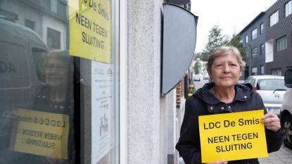 """Affiches en petitie tegen sluiting De Smis: """"Er blijft niks meer voor senioren"""""""