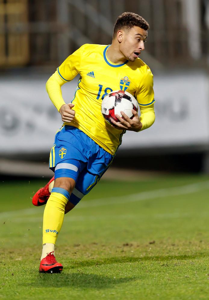 Jordan Larsson maakt haast na zijn 2-2 tegen Jong Hongarije.