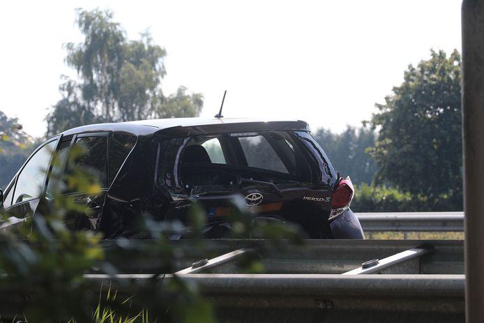 Twee auto's zwaar beschadigd bij kop-staart aanrijding.