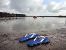 IJszwemmen wint aan populariteit: 'Eerst voel je honderden speldenprikken, daarna euforie'