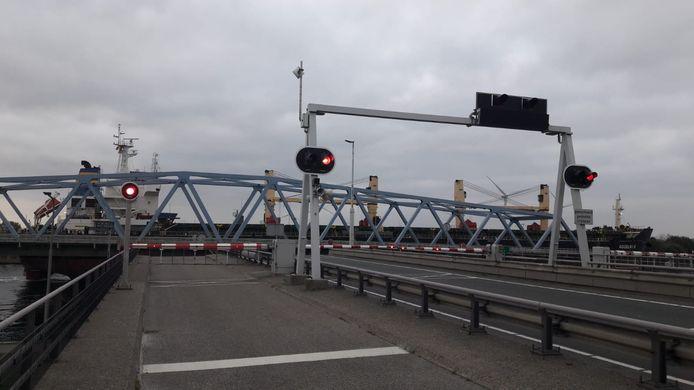De brug bij Sluiskil.
