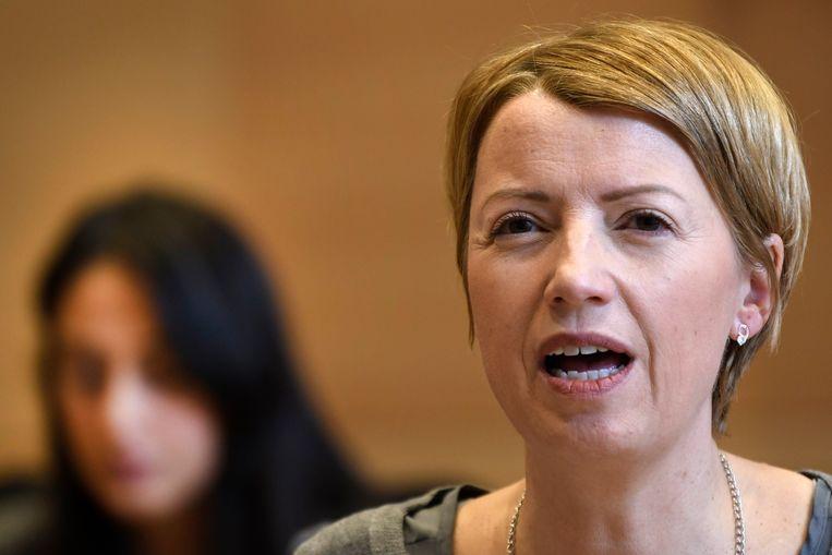 Catherine Fonck (cdH) kondigt bijkomende amendementen aan.