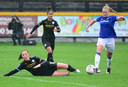 Kika van Es (rechts) namens Everton in het duel tegen Manchester City.