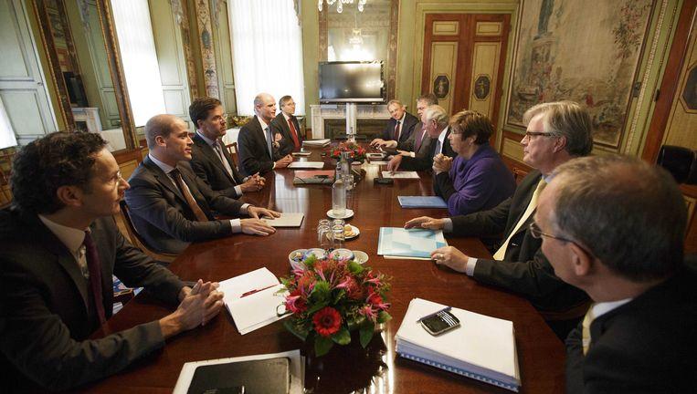 De onderhandelingstafel, vandaag. Beeld ANP