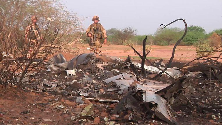 Brokstukken van het neergestorte toestel van Air Algerie, waarbij alle 188 mensen aan boord om het leven kwamen. Beeld Reuters