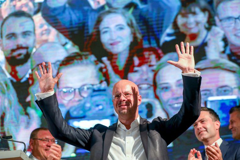 AfD-voorman in Brandenburg Andreas Kalbitz viert de goede uitslag voor zijn partij. Beeld EPA