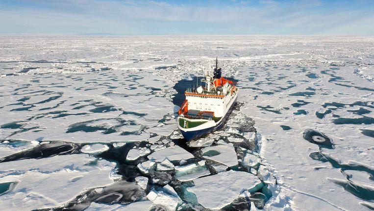 Een onderzoeksschip op de Noordpool. Beeld EPA