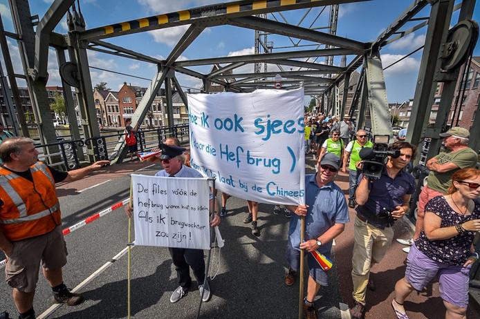 De bezetting van de hefbrug in 2018, waar David Moerings óók bij betrokken was.