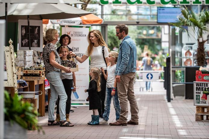 Bij Intratuin in Duiven werden zaterdag Liemerse lekkernijen aangeboden.