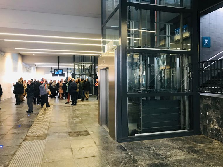 De liften van de onderdoorgang van het station van Aalst.