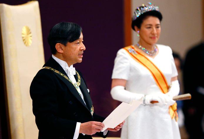 Naruhito hield een korte toespraak, waarbij zijn vrouw nog wel aanwezig mocht zijn.
