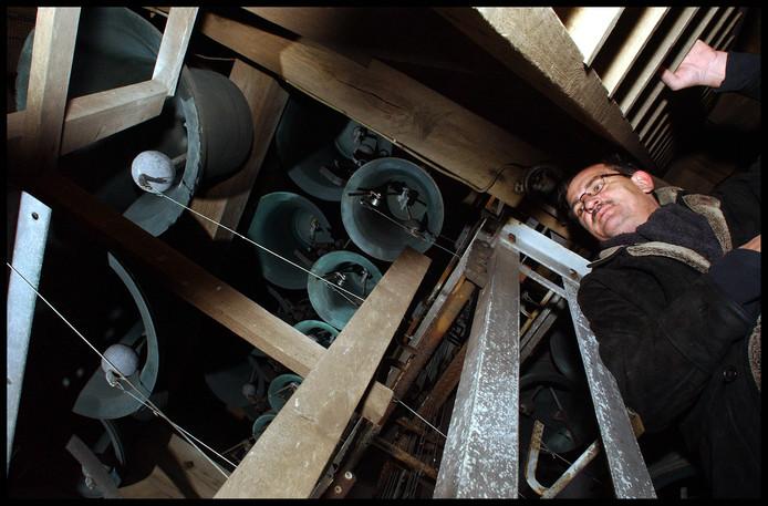 Beiaardier Peter Bremer bij de klokken van de Grote of Barbarakerk in Culemborg.
