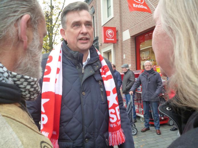 SP-leider Roemer in gesprek met mensen uit Schijndel.
