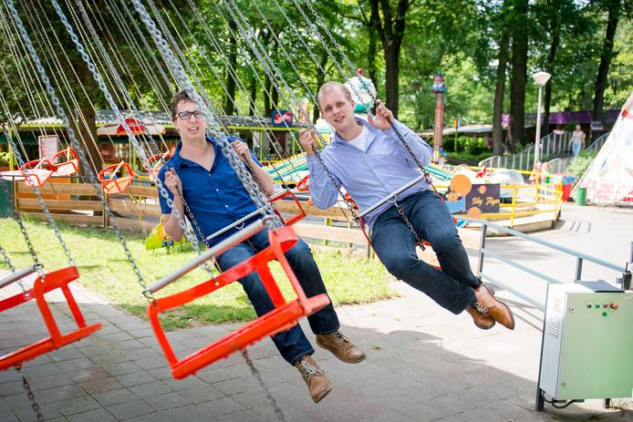 Joris Bengevoord (rechts) en Arijan van van Bavel in familiepretpark De Waarbeek.