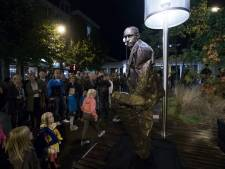 Kinderen nemen Statues by Night over in Ede