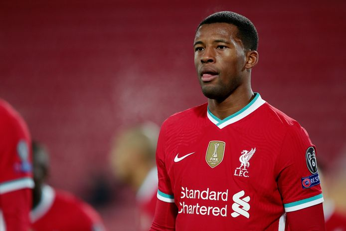 Wijnaldum in het Liverpool-shirt. De Engelse Premier League is koploper in opbrengsten via shirtsponsoring.