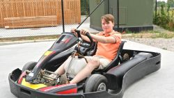 """Nog te jong voor een rijbewijs, maar Jules (13) pakt wel zilver op Britse 24 uren karting: """"De nieuwe Stoffel Vandoorne? Nee, geef mij maar rally"""""""