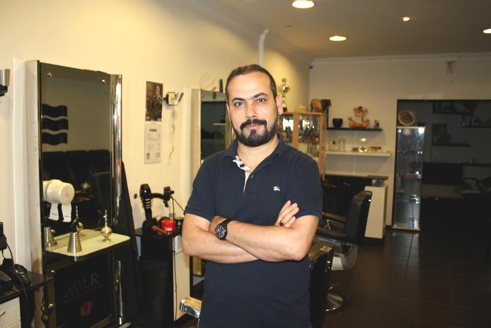 Yusuf is een van de vele Turkse kappers die Tilburg rijk is