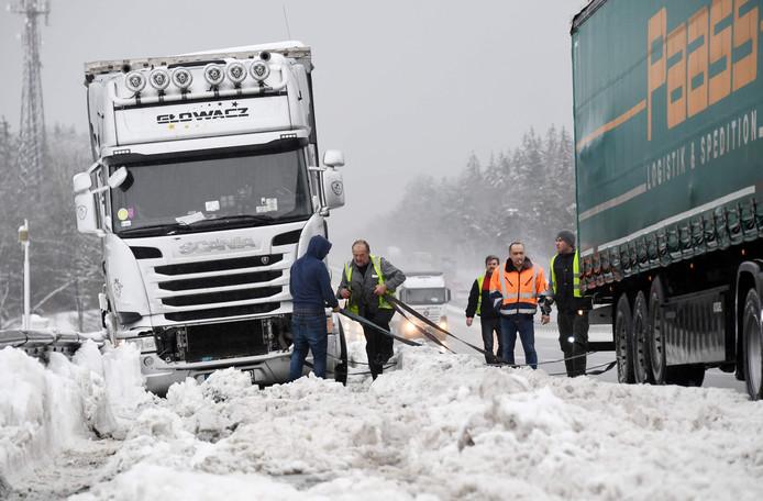 Vrachtwagenchauffeurs zaten vanmorgen muurvast op een snelweg in het zuiden van Duitsland.