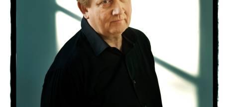 Wim Mertens danst houterig met een nogal minimaal trio