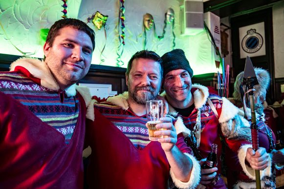 Ondanks de tegenslag bouwen de carnavalisten toch een feestje in Zichem.