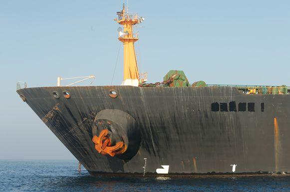 De naam van de Iraanse olietanker tanker Grace 1 is verwijderd van de boeg.