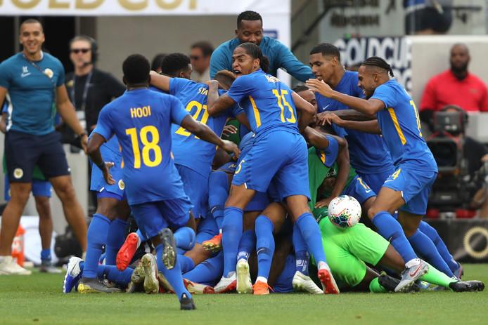 Curaçao viert feest na de 1-1 tegen Jamaica.