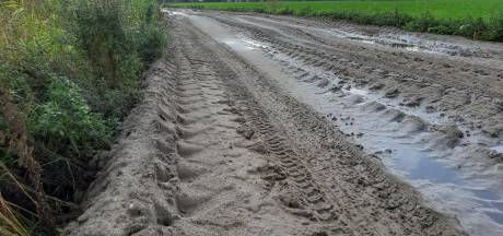 Wie heeft twee zandpaden in Hilvarenbeek volgestort met geel zand?