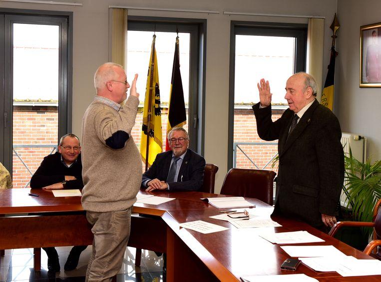 Ludo mocht zijn eed afleggen voor burgemeester Pierre Deneyer.