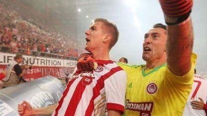 Engels bezorgt Olympiakos zege in topper - Atletico wint nipt, Carrasco 'om disciplinaire redenen' niet in selectie