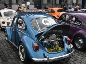 Plus de 300 Cox à la Love Bugs parade à Bruxelles